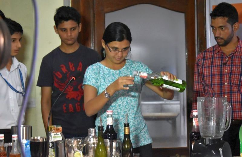 Mixing-Fabulous-Drinks-03